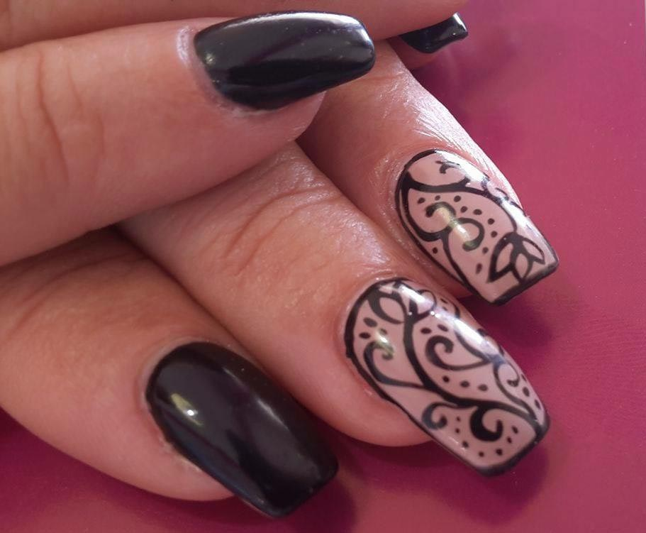 Nail paint with design