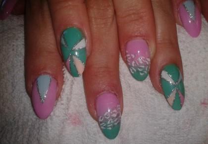pat-nails-green-pink