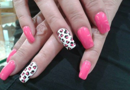 pat-nails-pink-leopard
