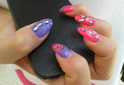pat-nails-pink-sparkle